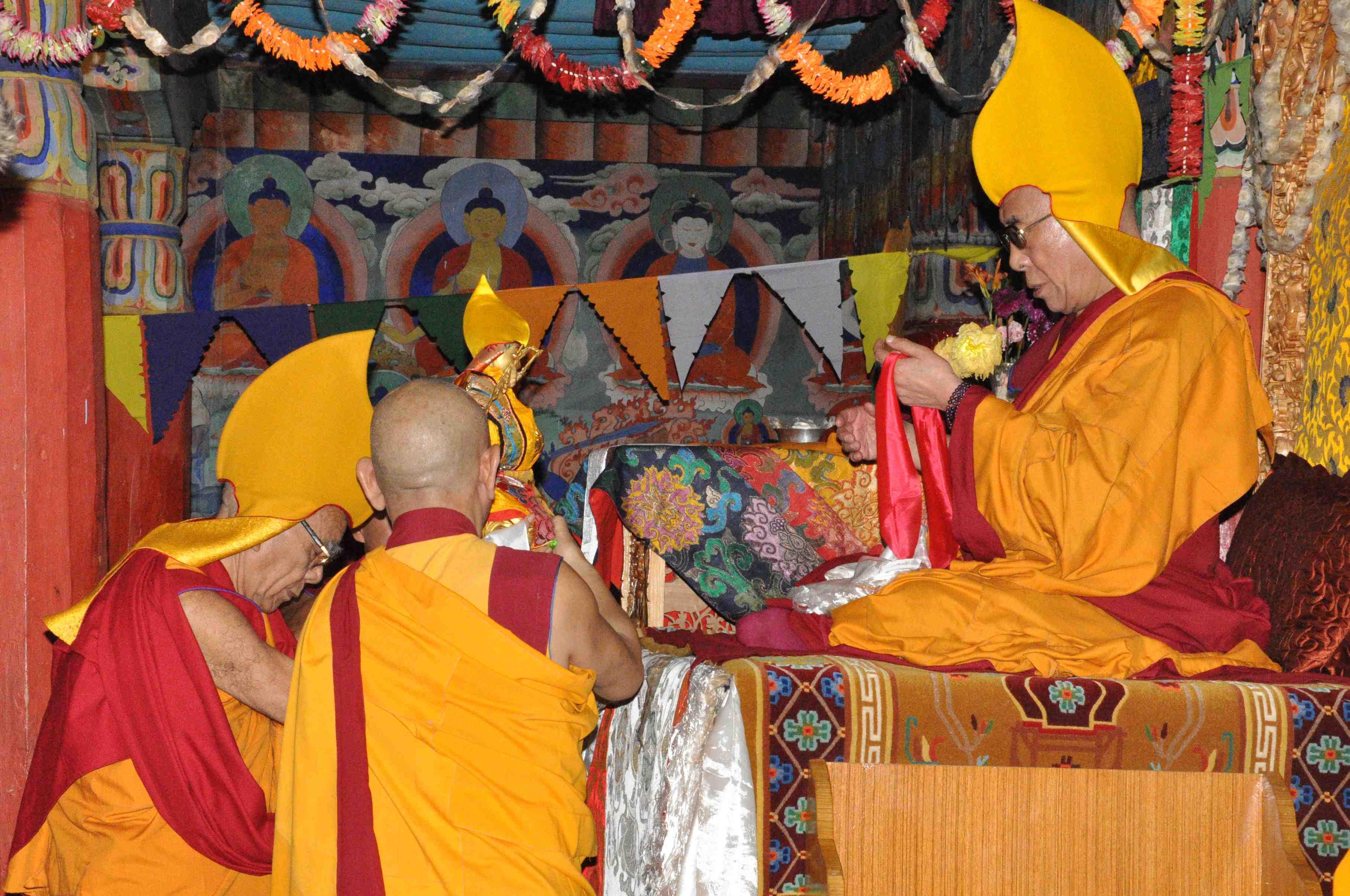 Шапка фото будда головной убор религия бон составленная