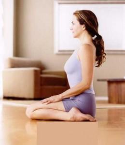 поза йоги вирасана