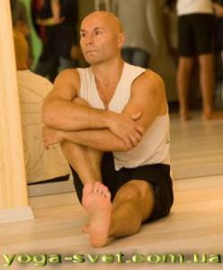 Евгений Блажко -преподаватель йоги Айенгара в Одессе.  Занимается йогой  с 2005 года , преподает с 2008.