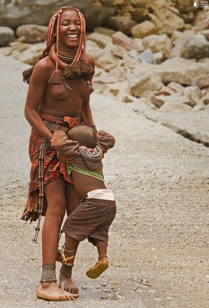 Девочек тихоокеанского племени Тиви выдают замуж